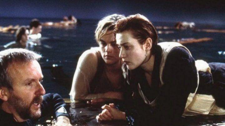 El realizador James Cameron reveló uno de trucos menos pensados del filme Titanic.
