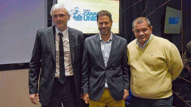 Lucero (derecha) renunció a la vicepresidencia canalla.