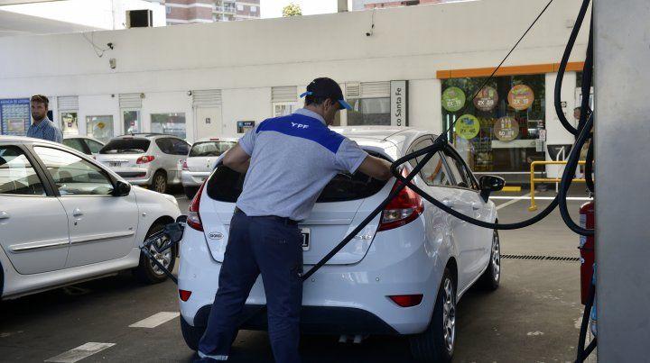 El congelamiento del precio de combustibles saldrá por resolución sin consenso con petroleras