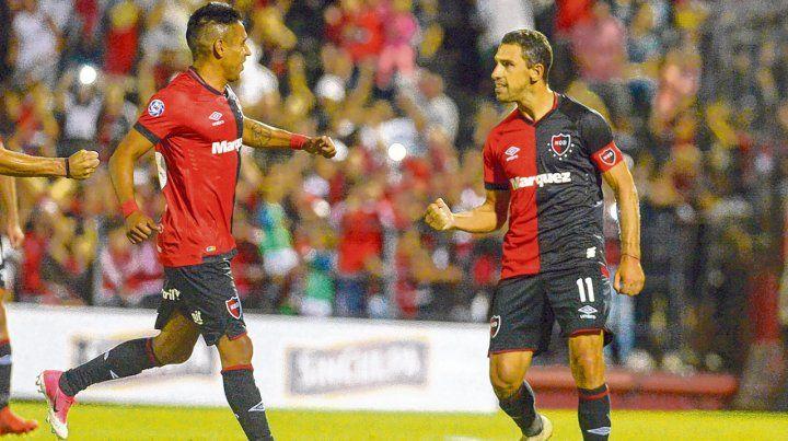 La experiencia. Maxi marcó el segundo gol de Newells ante San Martín (SJ) y Figueroa