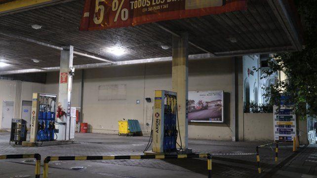 No va más. La estación de servicio Axion de bulevar Oroño y 9 de Julio cerró definitivamente el último día hábil de febrero.