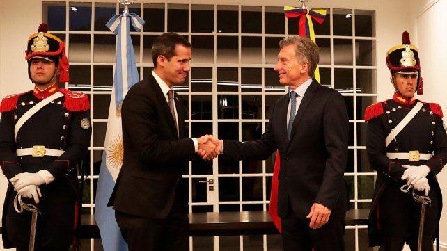 Saludo. Guaidó y Macri en Olivos. Argentina lo reconoce como presidente.