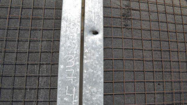 Algunos impactos de bala ingresaron por el frente de una de las viviendas.