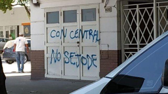 En Avellaneda y Córdoba, en el frente de Sadop, dejaron un mensaje para Martín Lucero.
