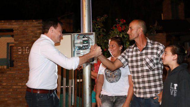 Con los vecinos. El intendente Raimundo inauguró el nuevo servicio.