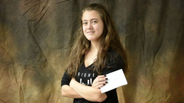 En sus canciones Lara aborda el acoso que sufren los adolescentes.