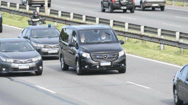 El presidente Macri, junto a su familia, despidió los restos de su padre en Pilar