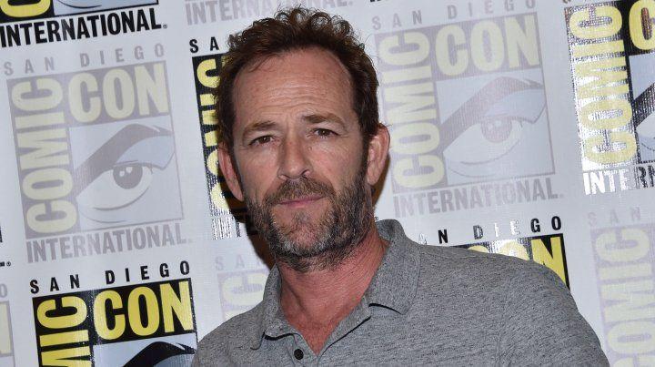 El actor Luke Perry se hizo famoso con la serie para adolescentes Beverly Hills 90210.