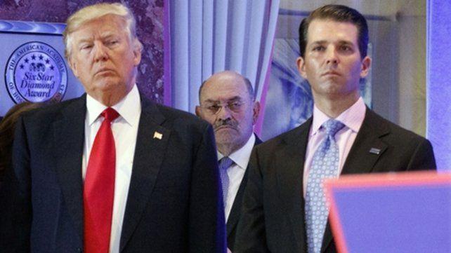 En apuros. Trump y uno de sus hijos