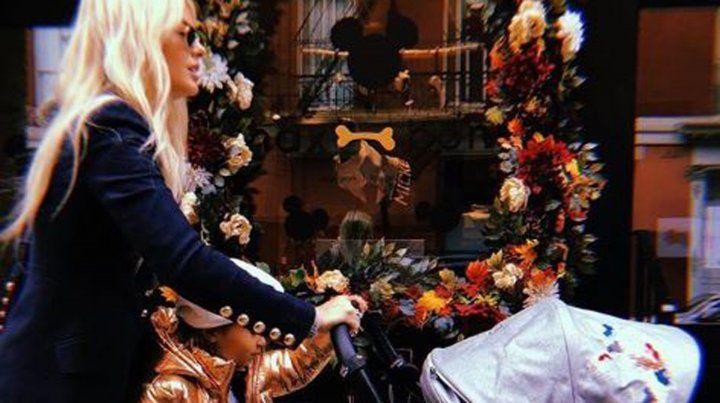 Las fotos fashion de la China Suárez y sus hijas en Nueva York