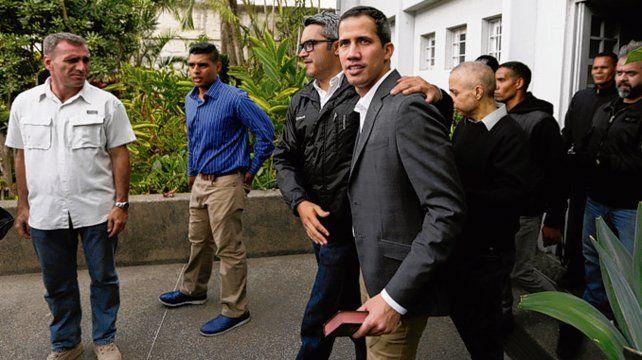 Líder opositor. Guaidó se retira del encuentro con los sindicalistas.
