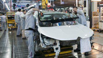 la actividad industrial cayo el 10,8 por ciento en enero
