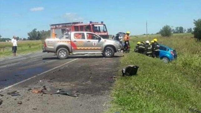 Cuatro heridos de consideración tras un tremendo choque frontal en la Ruta A012