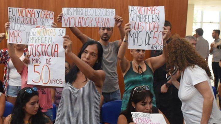 aliviadas. Las familiares de las víctimas de Luis Marcelo Escobar tras escuchar el fallo condenatorio.