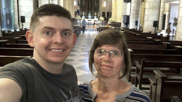 desaparecido. Weddle y su madre en recientes vacaciones.