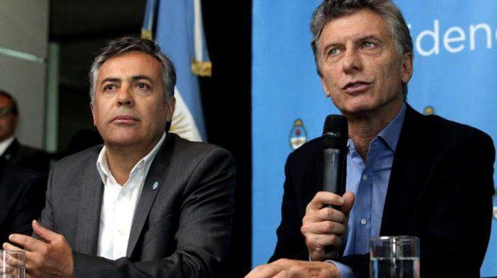 El gobernador mendocino Cornejo junto al presidente Macri.