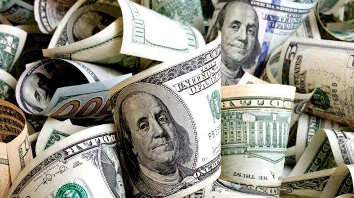 El dólar volvió a pegar un salto y marcó un nuevo récord