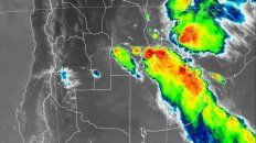 La imagen de radar muestra el avance de la tormenta sobre Rosario y una amplia zona.