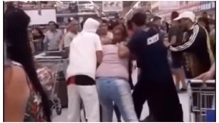 Batalla campal en un supermercado por unas milanesas en oferta
