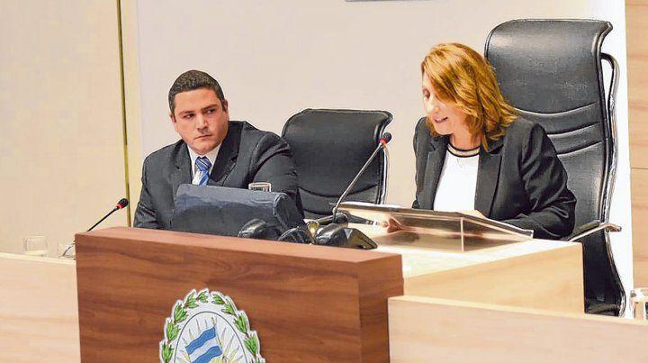 Repaso. La intendenta Mónica Fein pronuncia el discurso de apertura de sesiones ante la atenta mirada del presidente del Concejo