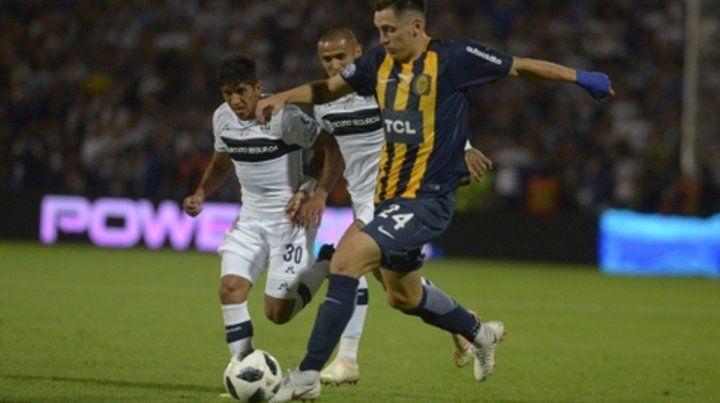 Campeón. Parot traslada la pelota en la final de la Copa Argentina frente a Gimnasia.