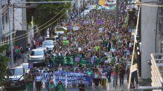 Movilizadas. Las participantes se concentraron en la plaza San Martín y atravesaron el centro hasta llegar al Parque Nacional a la Bandera, donde se cerró la jornada.