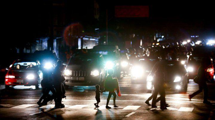 A oscuras. Las avenidas de Caracas fueron un caos peligroso para los peatones
