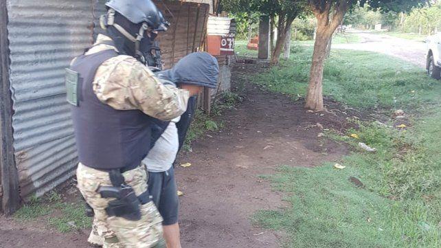Esposado. A Marcelo Fabián P. se escondía en la ciudad de Firmat.