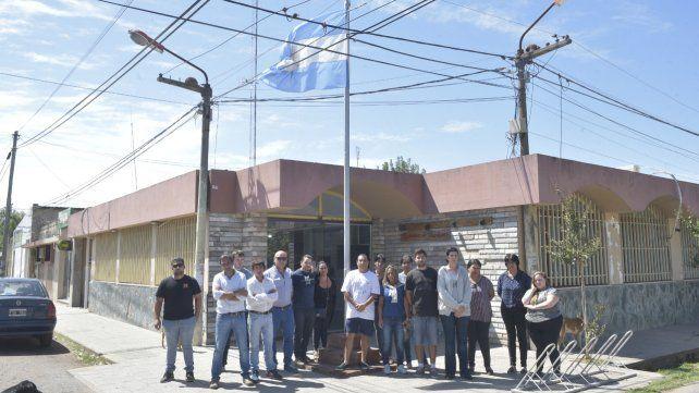Unidos. Los allegados al hombre fallecido ya se habían concentrado en el edificio comunal de Ibarlucea.