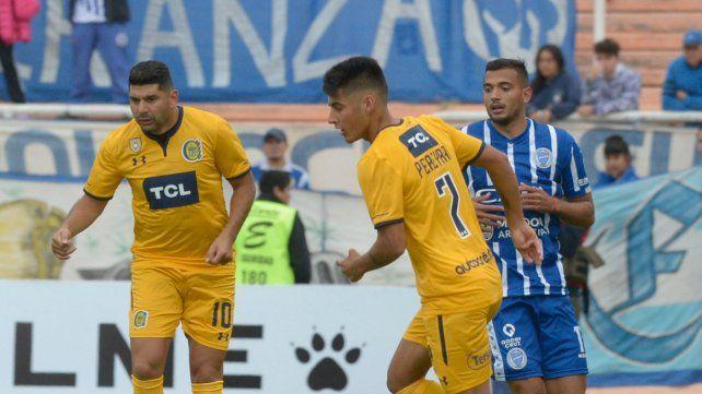 Flojos. Néstor Ortigoza funcionó a medias y Joaquín Pereyra aportó poco.