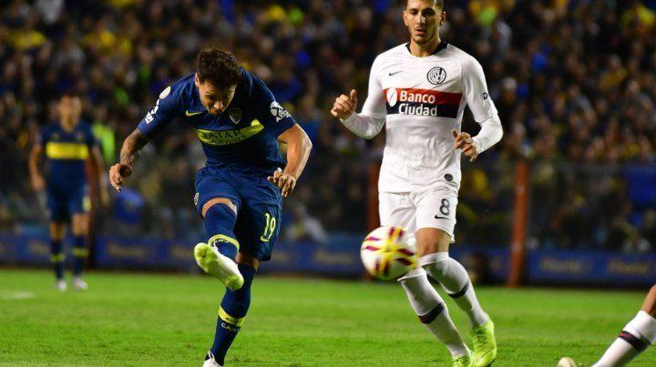 Así le pegó. Mauro Zárate abrió la goleada con un derechazo bárbaro a los 4 minutos.