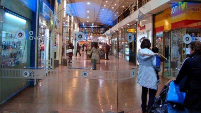 Los centros comerciales no quieren que les cobren el agua por metro cuadrado