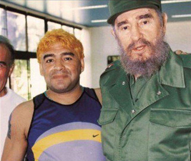 Diego junto a Fidel Castro durante su estada en Cuba.