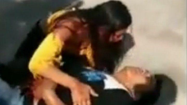 Perdóname mi amor, no te mueras: el desgarrador pedido de una mujer que apuñaló a su novio