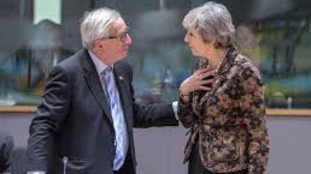 Ayer May viajó de urgencia a Estrasburgo para reunirse con Jean Claude Juncker y otros funcionarios europeos.