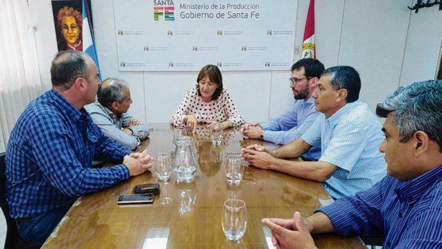 Acuerdo. La ministra Ciciliani recibió al delegado de Renatre Santa Fe Sur.