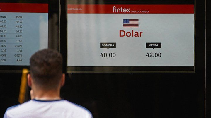 Nuevo piso. El dólar cerró a $42 en Rosario y $42