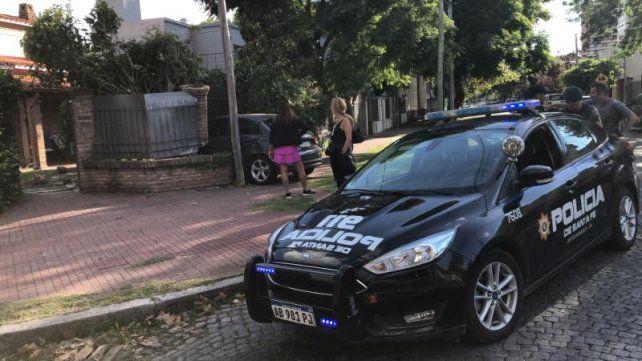 Un auto se incrustó en una casa del barrio Alberdi