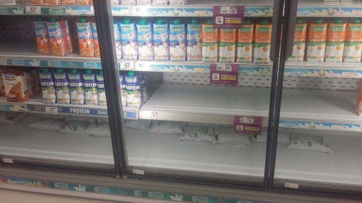 Denuncian que hay faltantes de lácteos pero que se disimulan por la caída del consumo