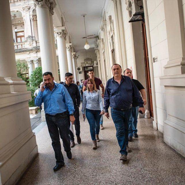 Los trabajadores municipales de toda la provincia ratificaron un paro de 48 horas para martes y miércoles de la próxima semana