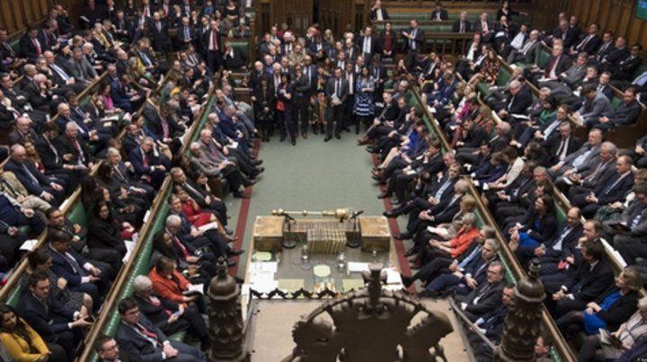 tiempo difícil. La Cámara de los Comunes lució abarrotada