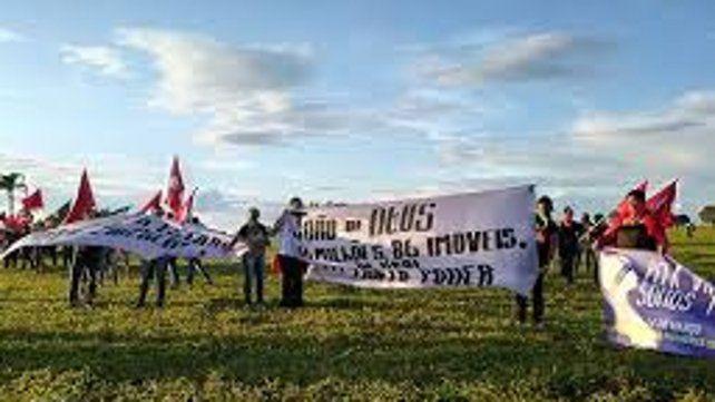 Unas 800 mujeres del Movimiento de los Sin Tierra (MST) de Brasil ocuparon un campo de alrededor de 600 hectáreas en estado de Goiás.