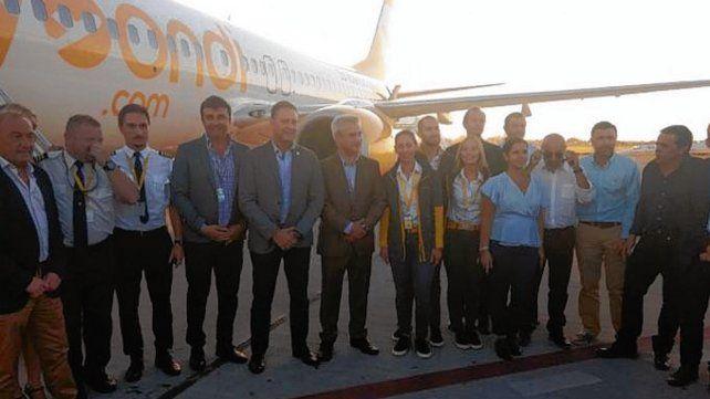 a volar. Instantes antes del primer vuelo de la aerolínea desde Rosario.