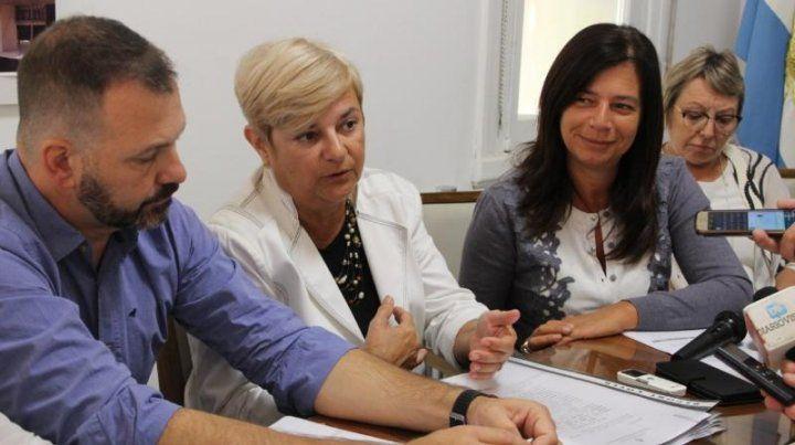 La intendenta Stella Clérici (de blanco) estuvo acompañada por Marcelo Cogno (Secretario de Producción y candidato a senador provincial)