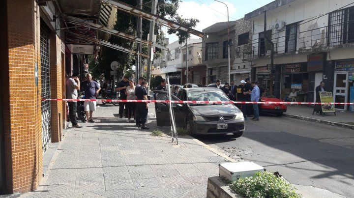 Motochorros asesinan a una mujer y hieren a un remisero durante un robo