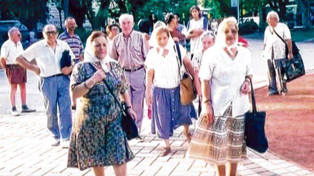 El documental de Eugenio Magliocca recorre la historia las Madres de la Plaza 25 de Mayo de Rosario.