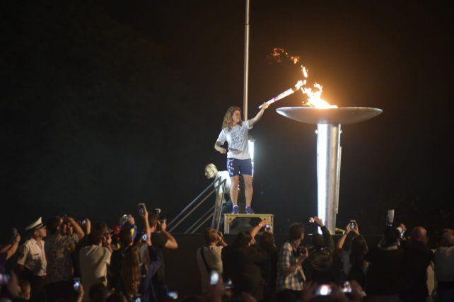 La rosarina Cecilia Carranza fue la encargada de encender la llama.