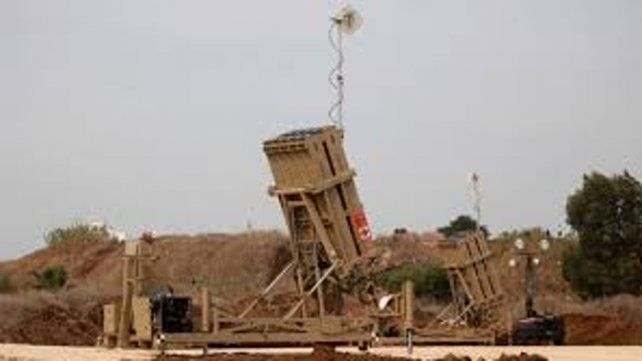 sistema antimisiles Iron Dome se activó y derribó uno de los cohetes palestinos.