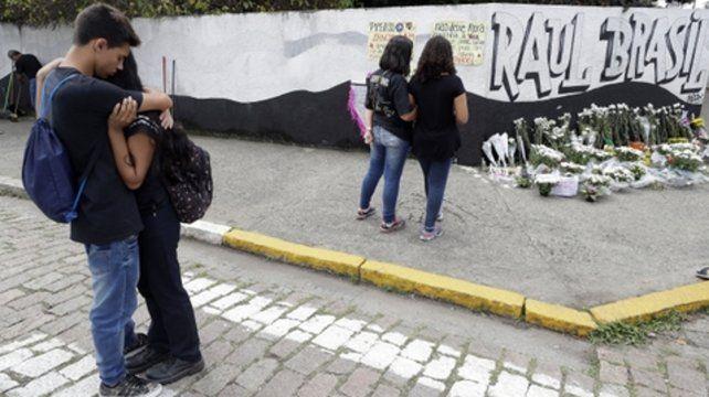 Estudiantes lloran los crímenes de sus compañeros