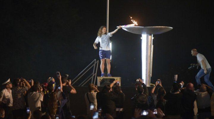 Cumbre. Cecilia Carranza enciende la llama como señal de comienzo de los Juegos.